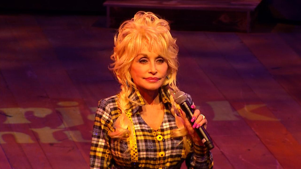 Dolly Partons Christmas Of Many Colors Circle Of Love.Dolly Parton To Premiere Christmas Movie Sequel Wlos
