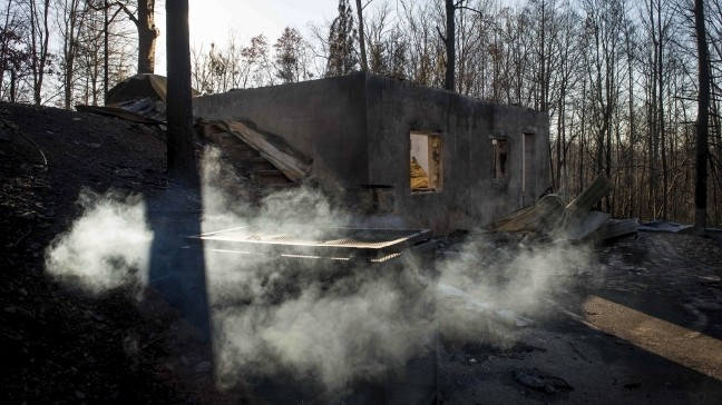 Containment Of Gatlinburg S Deadly Chimney Tops 2 Fire Increases To 58 Percent Wlos