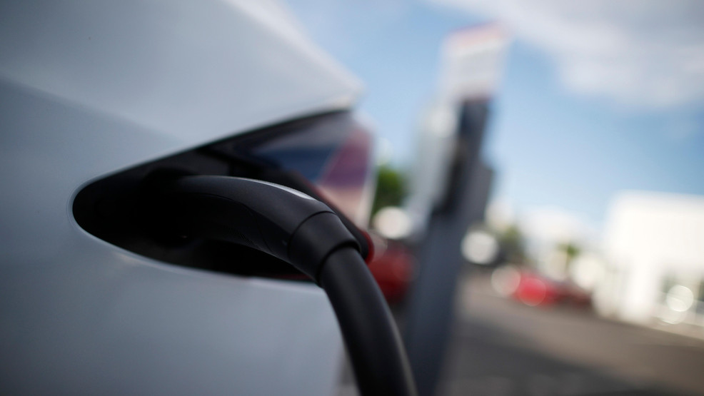 Aaa Cold Weather Can Cut Electric Car Range Over 40 Percent