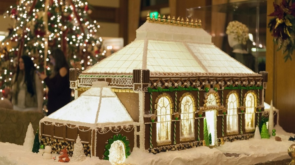 Biltmore Christmas.Biltmore Family Works Together To Create Christmas Village