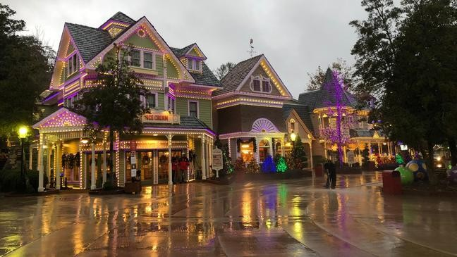 Dollywood Christmas.Dolly Parton Talks Christmas At Dollywood New Projects In 1